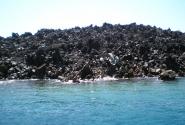 вулканические породы и море