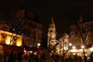 Площадь Пикассо на Монмартре. Здесь сидят художники и предлагают нарисовать всех желающих.