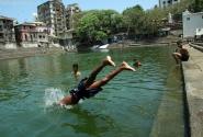 Святая купальня по имени Банганга оказалась одним из тех мест, где хочется быть долго, будто никуда не спешишь...