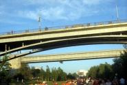 Под мостами