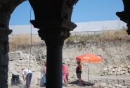 Работа рестовраторов на территории храма Николая Чудотворца в Демре
