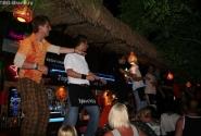 очень клевый бар, где танцевать на столах - норма:)