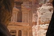 Петра. Вид на дворец аль-Хазна (Сокровищница)