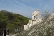 Возле этой Дивы расстреливали в двадцатых годах монахов Дивногорского монастыря.