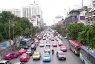 На улицах Бангкока больше всего такси и мотоциклов