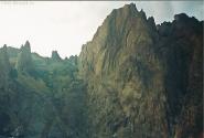 Горная гряда Карадаг около Коктебеля, древний потухший вулкан, в переводе Черная гора