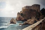Бушующее море у стены