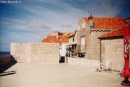 Жилое строение наверху крепостной стены