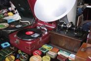 Где еще можно увидеть настоящий фонограф Эдисона как ни на рынке Портобелло