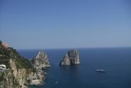 Знаменитые скалы Фарильоне - Капри