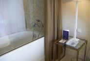 Прозрачная стена в ванной комнате