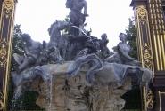 фонтан в арке