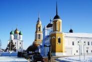 мимо Новоголутвинского монастыря к Соборной площади