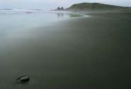 зеркальная гладь побережья.Тихий океан.