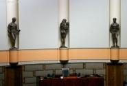 В парламенте тоже не все одеты:-)