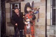 Эдинбургский волынщик. В первый вечер они еще не надоели... =)