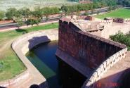 Ров и стены форта