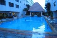 Бассейн в отеле.