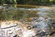 Лингамы в реке