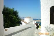 Такие чистые улочки в Греции везде. Как они этого добиваются?