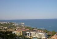 Вид на отель с горы