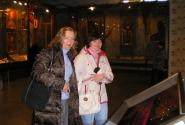 Света и Лена во время пробега по музею