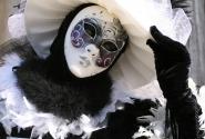 Maschera bianca e nera