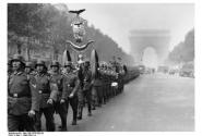 11 ноября 1940г. по Елисейским полям с парадом промаршировали гитлеровские части: