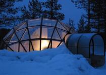 Стеклянные иглу позволяют любоваться северным сиянием в тепле