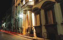 Италия: благотворительная выставка Майкла Рогачи