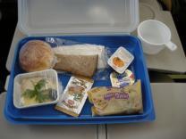 Раскрыта загадка невкусной еды в самолете