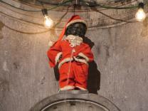 """""""Писающий мальчик"""" оденется в костюм Санта-Клауса"""