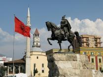 Албания вслед за Хорватией и Македонией временно отменила визы для россиян