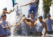 Петербургские фонтаны спасают от десантников