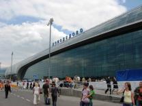 В Домодедово сотни туристов не могут пройти паспортный контроль