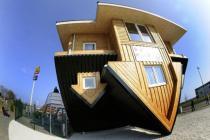 Дом вверх тормашками откроется в Австрии