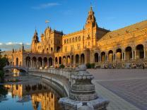 Испания хотела бы выдавать туристам мультивизы на пять лет