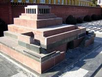 Мавзолей Ленина вновь открылся для посетителей