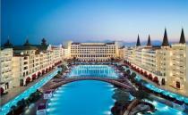 В самом роскошном отеле Турции за долги отключили свет