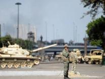 Египетская армия перекрыла дороги по всей стране