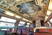 Поезд с интерьерами версальского дворца появился во Франции