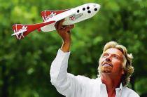 Глава Virgin Group проиграл пари и переоденется в стюардессу