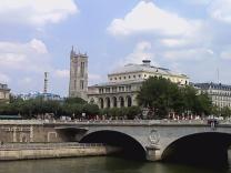В Париже частично запрещено распитие алкоголя