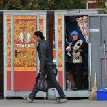 Московские уличные туалеты раскрасили под хохлому