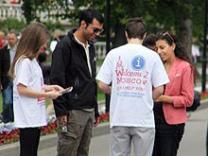 В Москве туристам помогают волонтеры