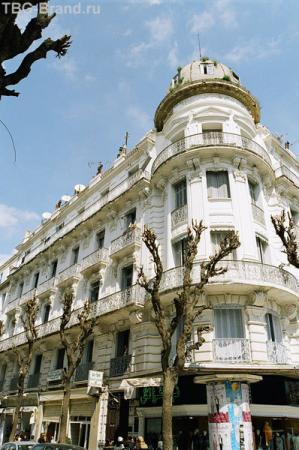 В центре Туниса попадаются очень красивые дома