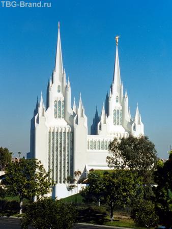 Та же мормонская церковь - вид сбоку.