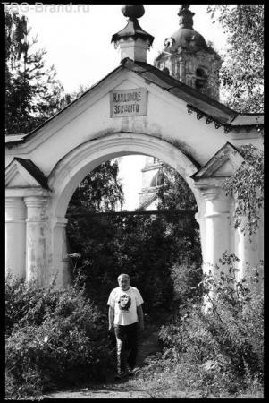 Вологда. Кладбище у разоренной церкви