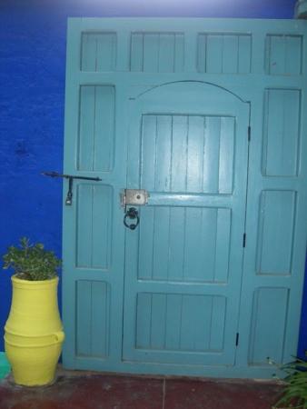 Дверь на дачу Ив сен Лорана