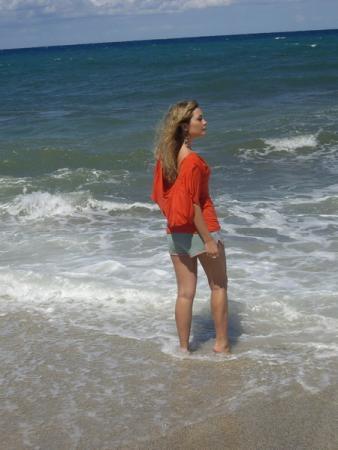 Счастье – это увидеть море после трех месяцев без него.